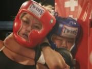 Thể thao - MMA lại sốc: Bé 12 tuổi siết cổ, đánh bại đả nữ 24