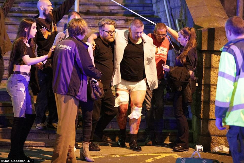 Cảnh tang thương sau khủng bố đẫm máu ở sân vận động Anh - 2