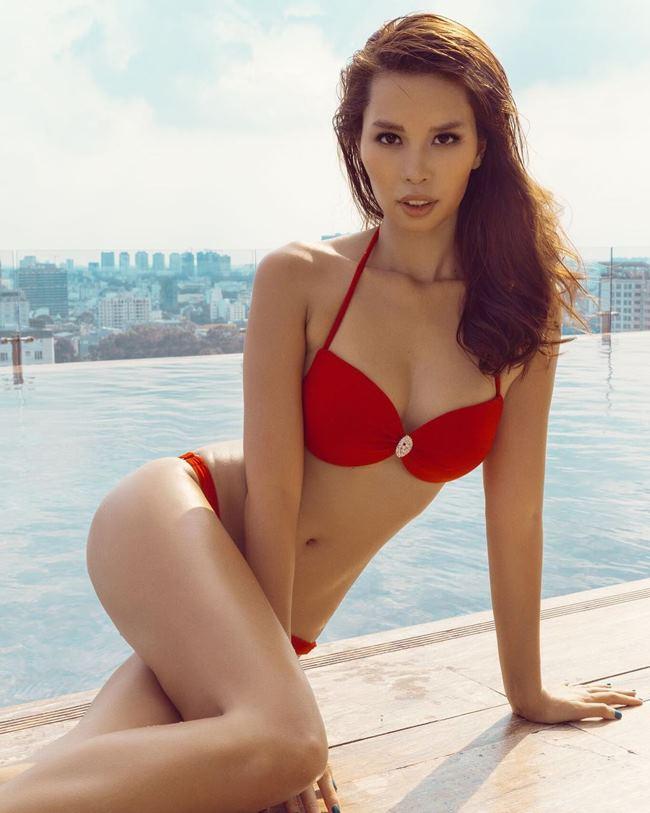 """Nổi bật với chiều cao 1m75, cùng số đo ba vòng  """" đạt chuẩn """" , Hà Anh luôn được đánh giá là một trong những chân dài có thân hình đẹp nhất showbiz."""
