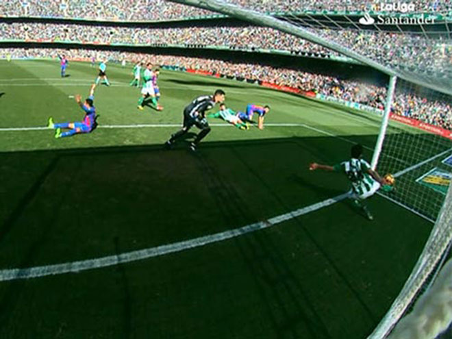 Barca bị Real soán ngôi: Tiên trách kỷ, hậu trách...trọng tài - 3