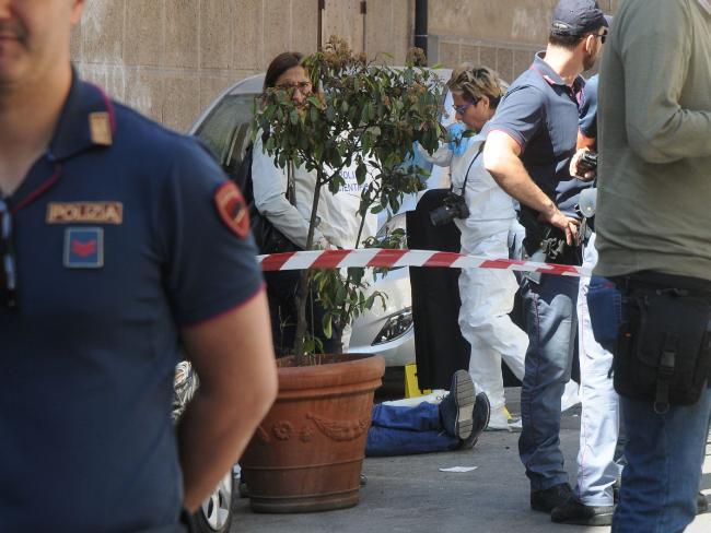 Trùm mafia khét tiếng của Ý bị bắn chết khi đang đạp xe - 2