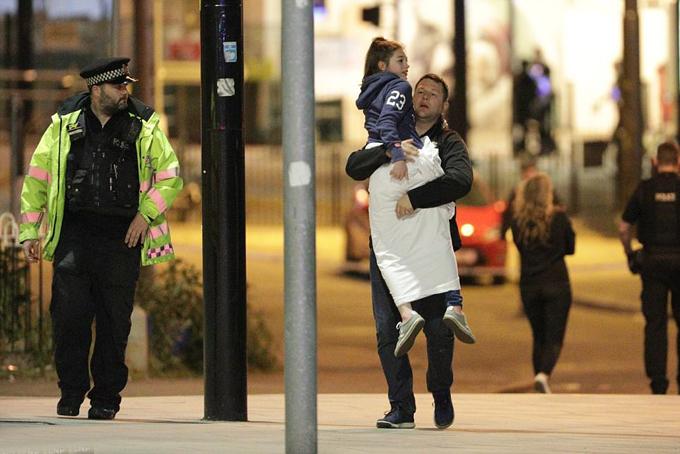 19 người chết bởi vụ nổ bom tại đêm nhạc: Nữ danh ca đau xót lên tiếng - 5