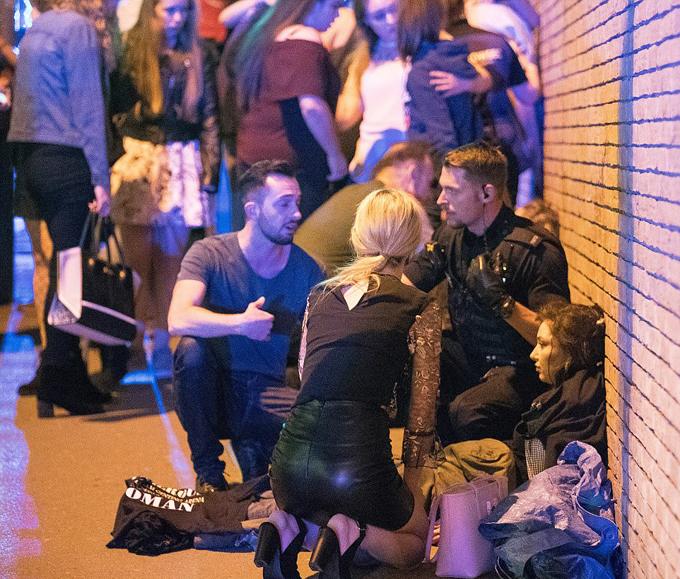 19 người chết bởi vụ nổ bom tại đêm nhạc: Nữ danh ca đau xót lên tiếng - 6