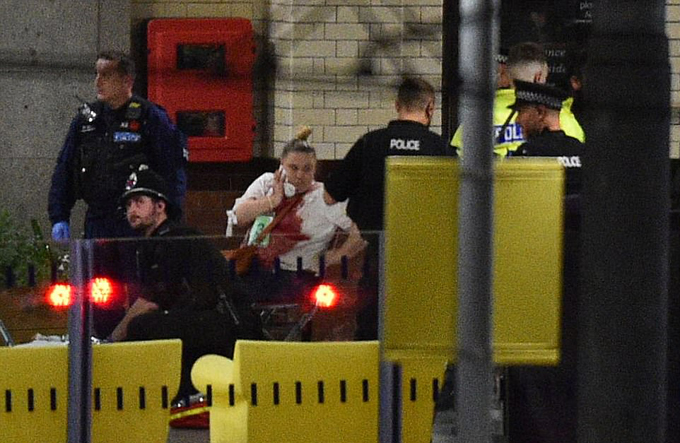 19 người chết bởi vụ nổ bom tại đêm nhạc: Nữ danh ca đau xót lên tiếng - 7