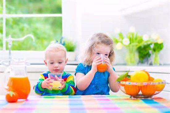 Viện Hàn lâm Nhi khoa Mỹ ra khuyến cáo mới về nước ép trái cây cho trẻ - 1