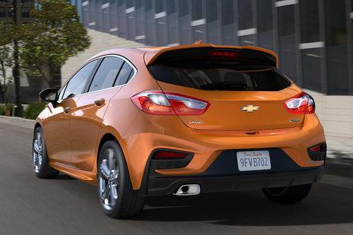 Chevrolet Cruze 5 cửa máy dầu có giá 560 triệu đồng - 2
