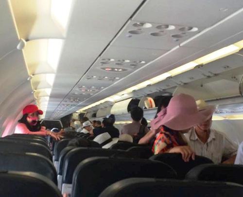 Cấm sử dụng sạc pin điện thoại dự phòng trên máy bay - 1