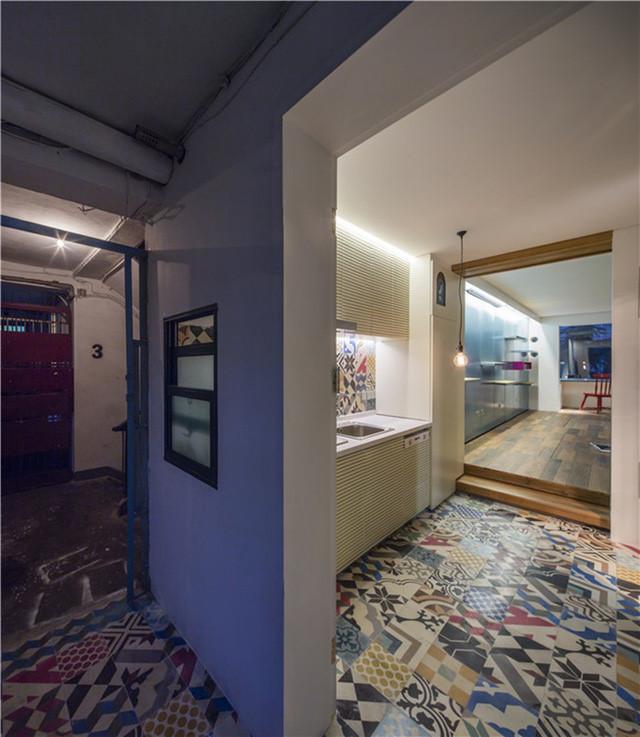 """Giấu nội thất dưới sàn, căn hộ 30m2 trở nên """"thênh thang"""" khó tin - 2"""