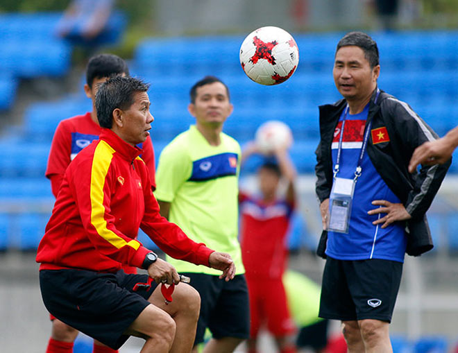 U20 VN: Sao trẻ nhà bầu Đức so tài tâng bóng HLV Hoàng Anh Tuấn - 10