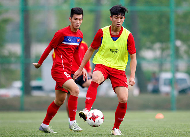 U20 VN: Sao trẻ nhà bầu Đức so tài tâng bóng HLV Hoàng Anh Tuấn - 6
