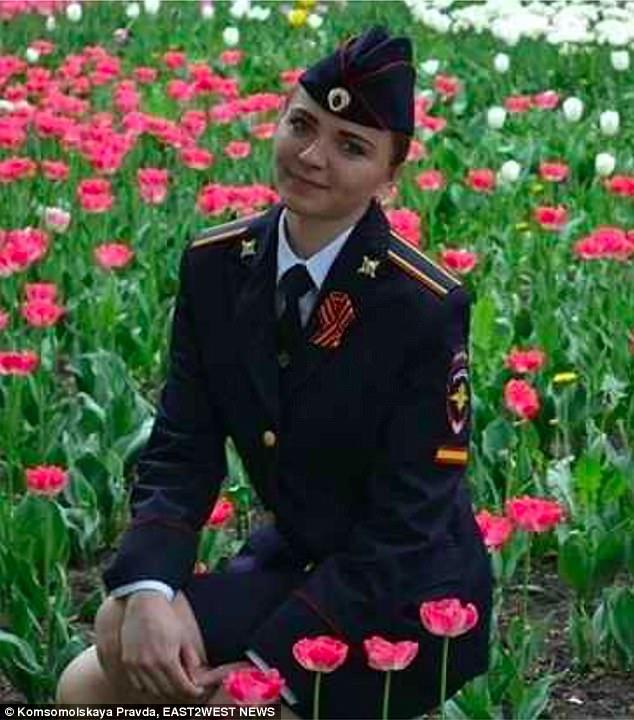 Nữ sinh cảnh sát Nga bị đuổi học vì từng sống cùng chó - 2