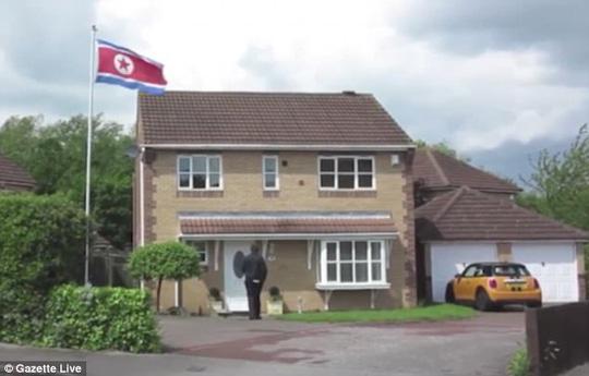 Sự thật về căn nhà bí ẩn treo cờ Triều Tiên ở Anh - 3