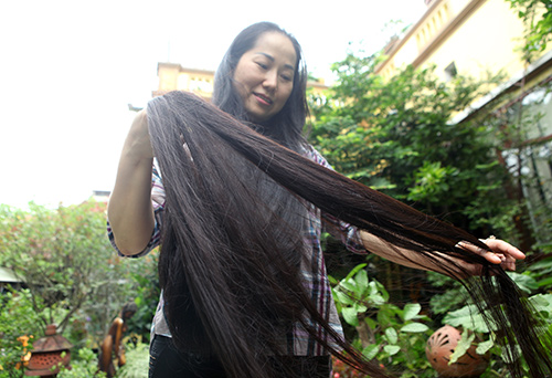 Chiêm ngưỡng mái tóc dài nhất Việt Nam, tỏa hương kỳ lạ - 7