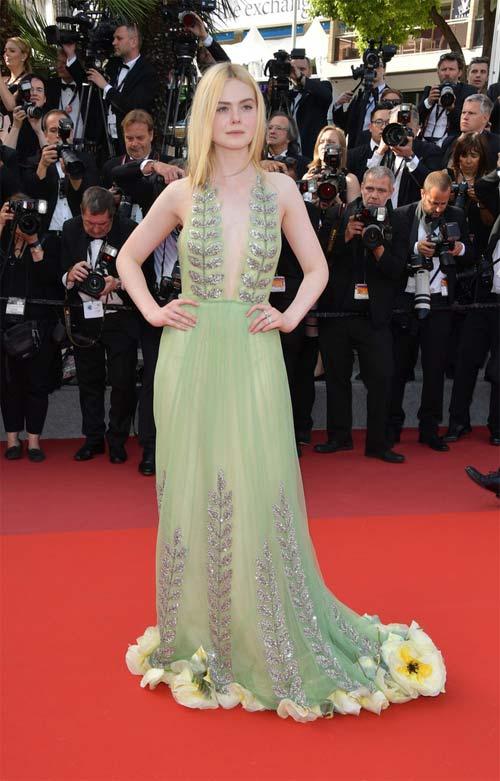 """""""Nàng tiên thả rông"""" đang gây sốt Cannes, cô ấy là ai? - 2"""