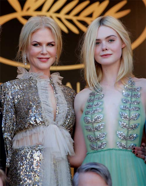 """""""Nàng tiên thả rông"""" đang gây sốt Cannes, cô ấy là ai? - 5"""