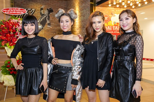 """Nhã Phương """"mặc lại"""" áo của Hà Hồ dự ra mắt MV - 13"""