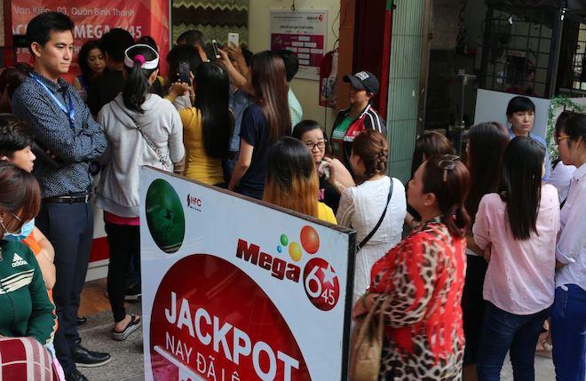 """Người chơi hùn tiền mua vé """"đón"""" jackpot trên 100 tỉ, Vietlott nói gì? - 1"""