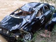 Tin tức trong ngày - Lũ cuốn bẹp dúm ô tô, tài xế tử vong