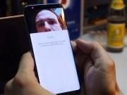 """Bảo mật mống mắt trên Galaxy S8 bị  """" qua mặt """"  dễ dàng"""