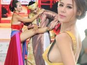 """Không ngờ các nữ danh hài Việt lại  """" nóng mắt """"  mức này!"""