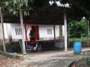 Phát hiện nam thanh niên chết trong tư thế treo cổ cạnh xe máy