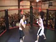 """Thể thao - MMA: 2 năm """"bế quan"""" trở lại, tung cước knock-out 4 giây"""