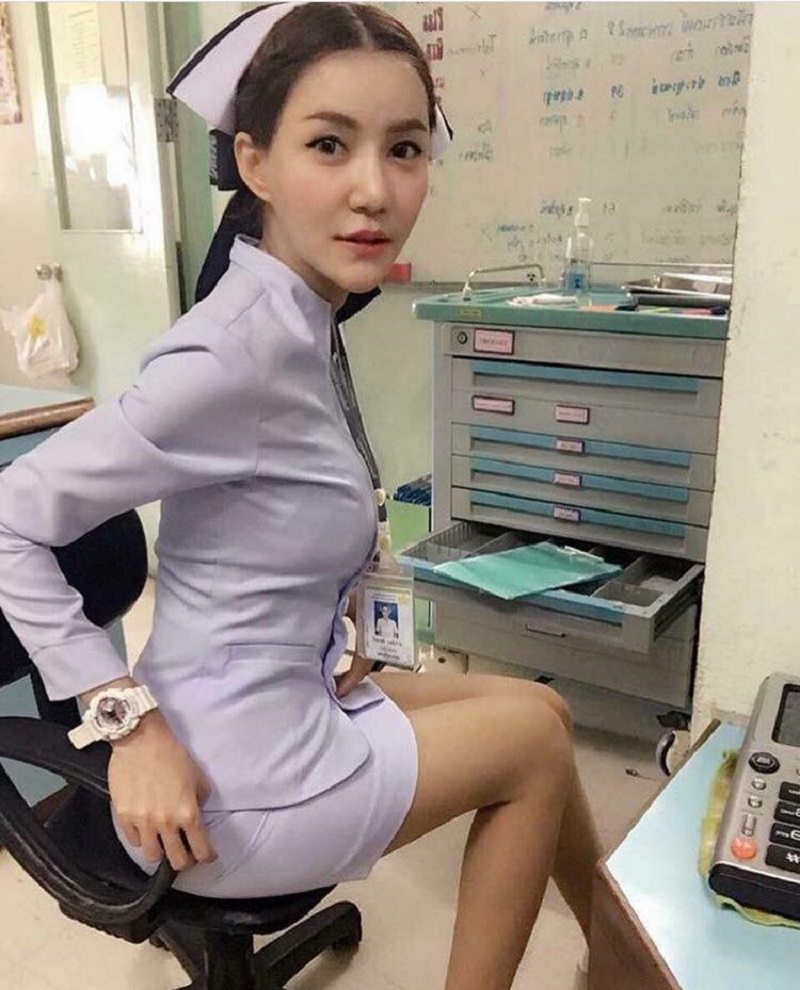 """Vì bức ảnh """"khêu gợi"""", nữ y tá Thái Lan bị buộc thôi việc - 5"""