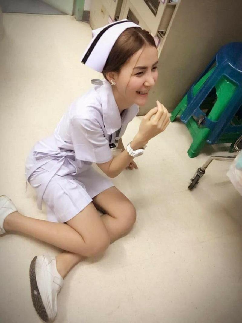 """Vì bức ảnh """"khêu gợi"""", nữ y tá Thái Lan bị buộc thôi việc - 6"""