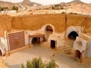 """"""" Trốn nóng """"  trong những ngôi nhà ẩn mình dưới mặt đất ở Tunisia"""