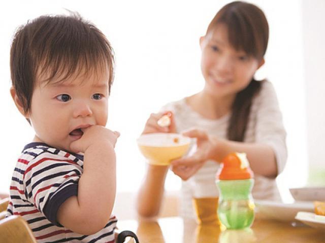 Con nhỏ viêm loét dạ dày, cha mẹ ngỡ ngàng - 2