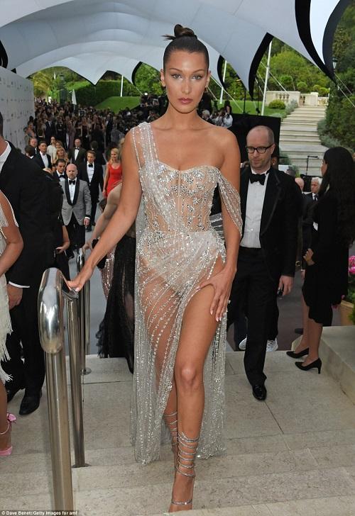 """Kiều nữ """"hot"""" nhất Hollywood mặc váy trong suốt gây sốc - 5"""