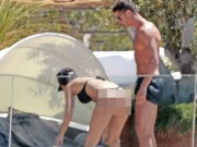 Ronaldo khoe bạn gái nóng bỏng kém 10 tuổi sau tuyên bố trốn thuế