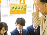 Lý do không cần nhường ghế cho người già ở Nhật Bản gây sốc