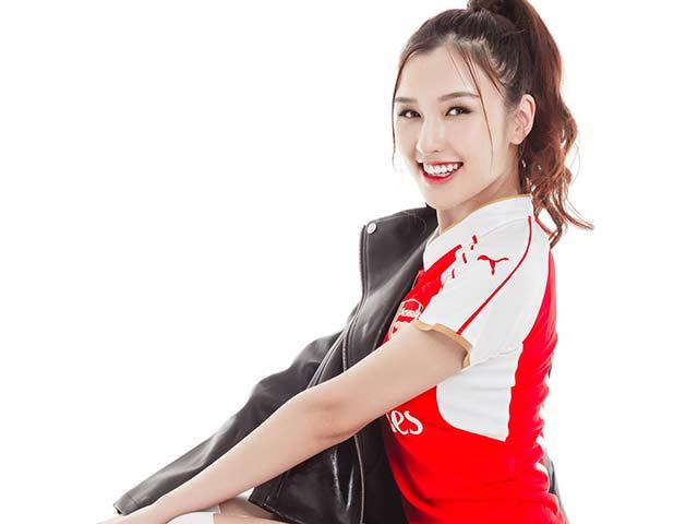 """Hot girl Arsenal """"mách nước"""" cho HLV Wenger lấy cúp FA"""