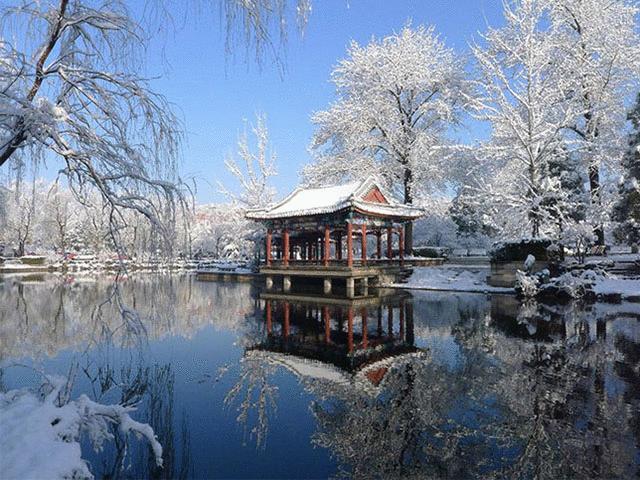Đại học đẹp nhất Trung Quốc lung linh hơn cả phim cổ trang