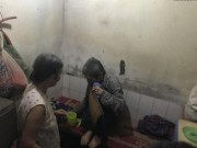 Mẹ già 84 tuổi chăm hai con tâm thần, vài ba ngày mới được ăn thịt