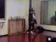 """MMA: Nội công Vịnh Xuân đấm Muay Thái  """" thủng tường """""""