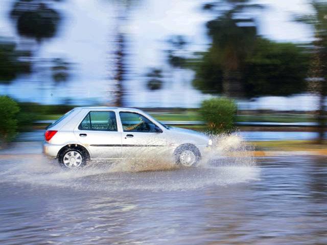 Những điều cần chú ý khi lái xe mùa mưa - 2