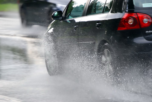 Những điều cần chú ý khi lái xe mùa mưa - 3