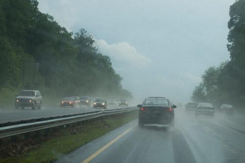 Những điều cần chú ý khi lái xe mùa mưa - 4