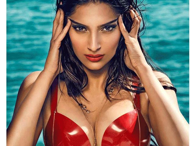 """Mỹ nữ nóng bỏng, giàu có khiến """"chim sa cá lặn"""" ở Ấn Độ"""