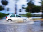 Những điều cần chú ý khi lái xe mùa mưa