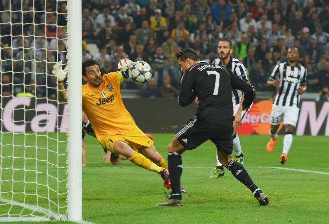 Thuyết âm mưu: FIFA chán Ronaldo & Messi, muốn Buffon đoạt QBV - 2