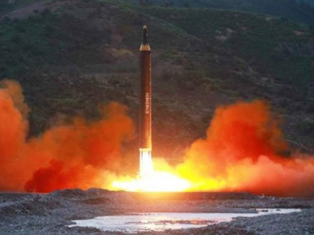 Triều Tiên vừa bắn tên lửa bay xa 450km