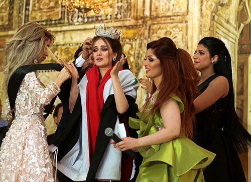 """Hoa hậu Iraq vượt qua """"bão tố"""", đăng quang trong nước mắt - 2"""