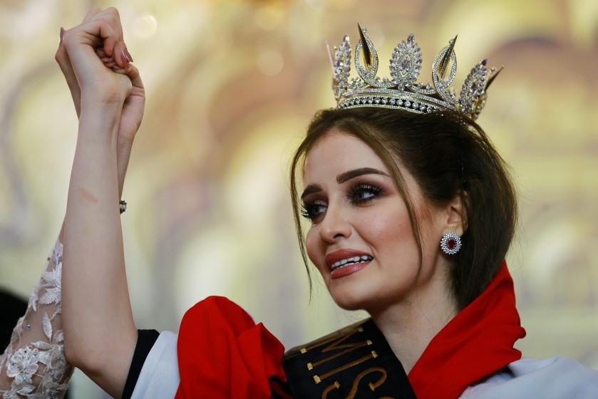 """Hoa hậu Iraq vượt qua """"bão tố"""", đăng quang trong nước mắt - 6"""