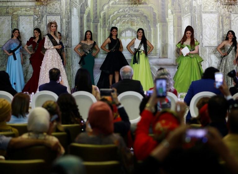 """Hoa hậu Iraq vượt qua """"bão tố"""", đăng quang trong nước mắt - 12"""