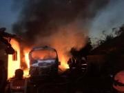 Tin tức trong ngày - Xe khách bốc cháy, 5 người trong gia đình thương vong