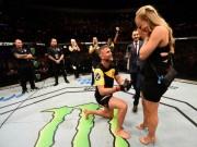 """Thể thao - Bạn gái xinh đẹp """"tặng quà"""", võ sĩ UFC cầu hôn ngay trên sàn đấu"""