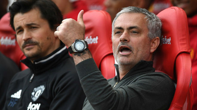 MU: Săn siêu sao, hay ai đó bán cho Mourinho con virus